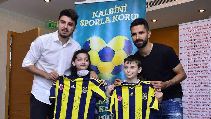 Fenerbahçeli yıldız futbolculardan anlamlı ziyaret