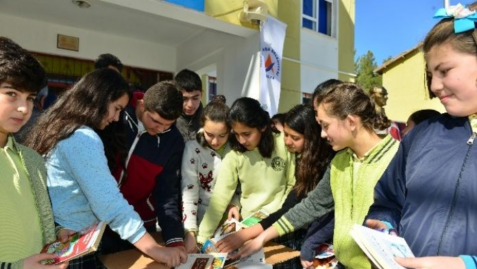 Muratpaşa'dan 21 Köy Okuluna 5 Bin 200 Kitap