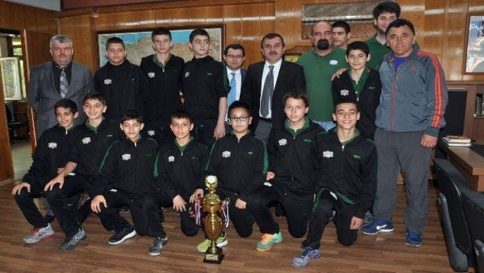 Şampiyon Takıma Milli Eğitimden Ödül