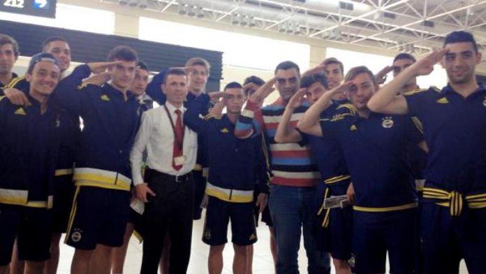 Şampiyon Fenerbahçe'den uçağı kaçıran askere büyük jest