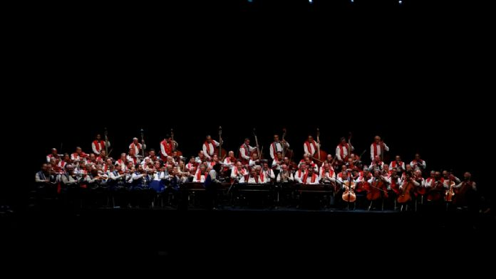'Budapeşte Gypsy Senfoni Orkestrası' İstanbul'da konser verdi