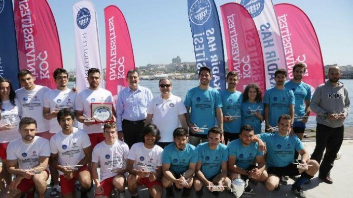 Kürekte 5. Haliç Dostluk Kupası Kadir HAS Üniversitesinin