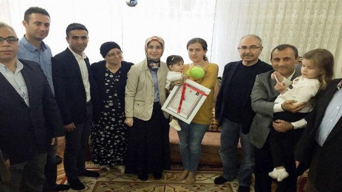 (Özel Haber) Kaymakam, Şehit Ailesini Ev Sahibi Yaptı