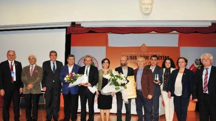 Dündar Ve Gül'e Basın Özgürlüğü Onur Ödülü