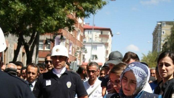 Başbakan Davutoğlu, Karslı Şehidin Eşini Örnek Gösterdi