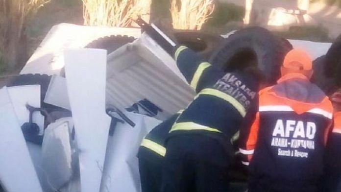 TIR şarampole devrildi, sürücüsü öldü