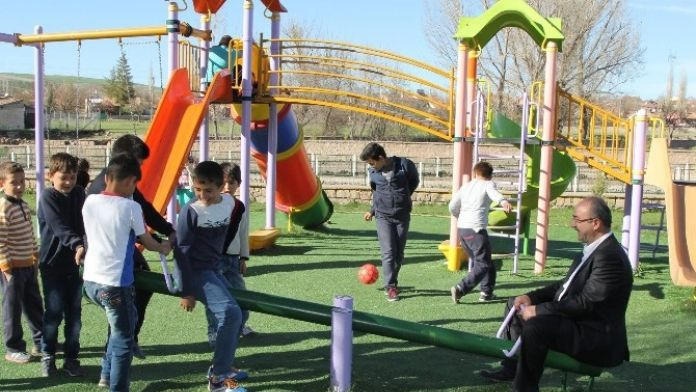 Başkan Gülcüoğlu Çocuklarla Vakit Geçirip Esnaf Ziyaretinde Bulundu