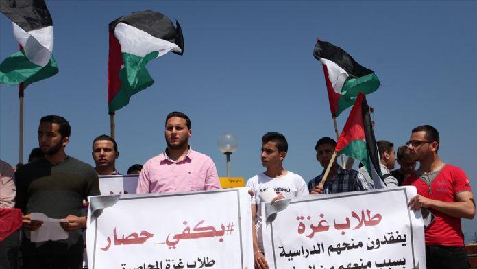 Gazze'de öğrenciler ablukayı protesto etti