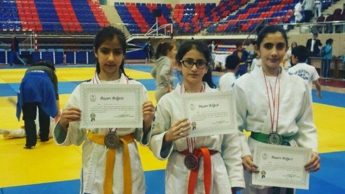 Akyazı Belediyesi Judo Klübü 3 Madalya İle Döndü