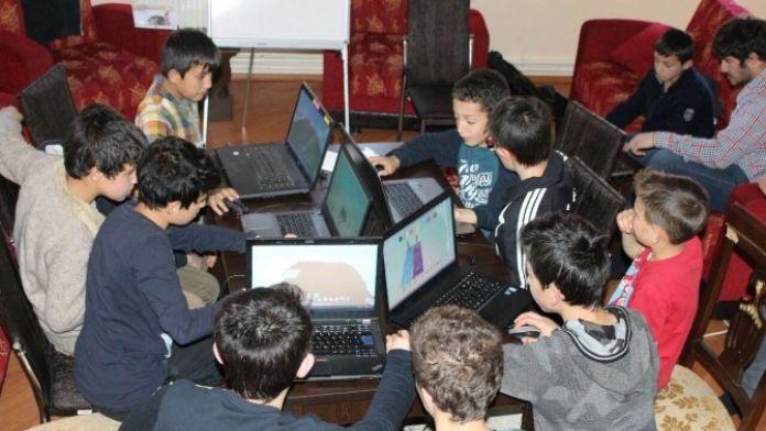 Erzurum'da 'Minik Parmaklar Geleceği Programlıyor' Projesi