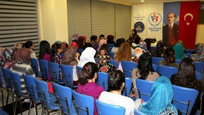 Selçuklu'dan 'İslam Tarihinde İz Bırakanlar Kadınlar Semineri'
