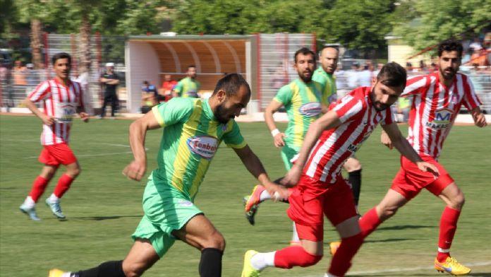 Mersin'de amatör maçta olay çıktı