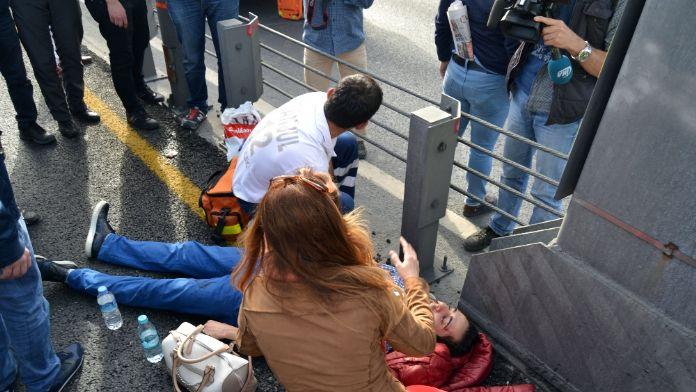 Metrobüs yoluna girdi kazaya neden oldu