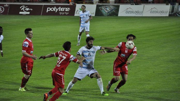 Adana Demirspor Balıkesirspor'u 2-1'le geçti