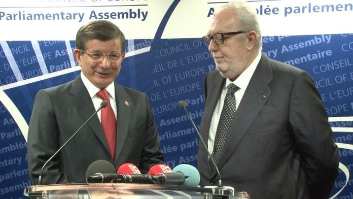 Başbakan Davutoğlu AKPM'de