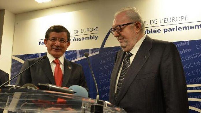 Başbakan Davutoğlu, AKPM'de