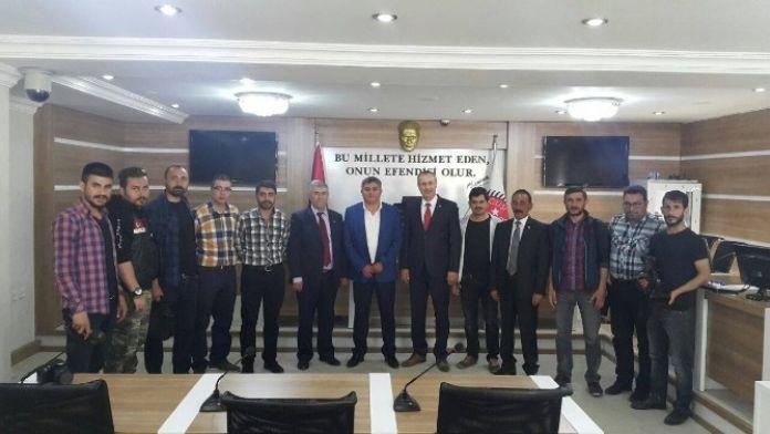 Gazetecilerden Meclis Başkanına Ziyaret