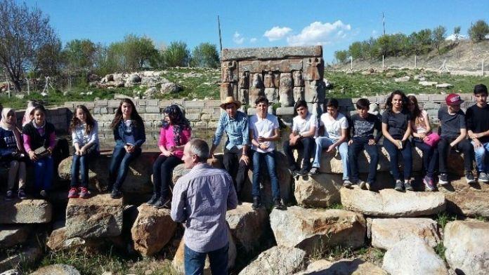 Beyşehir'de Lise Öğrencilerinden Tarihi Mekanlara Ziyaret