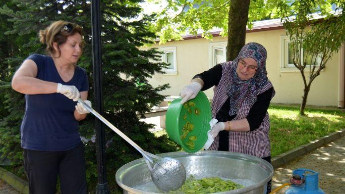 Yalovalı kadınlardan yeni lezzet: Kivi reçeli