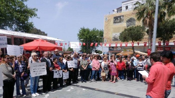 Dikili CHP'den AK Parti'yi Kınayan Basın Açıklaması