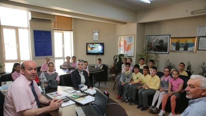 Öğrencilerden Başkan Yardımcısı Sezer'e Ziyaret