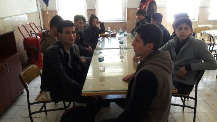 Bursa'da 9 Afgan kaçak yakalandı