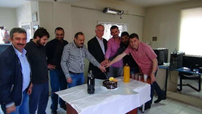 Yozgat Yeniufuk Gazetesi 20. Yaşını Pasta Keserek Kutladı