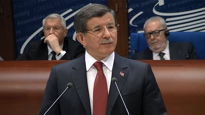 Başbakan Davutoğlu, Türkiye ile Yunanistan ilişkilerini değerlendirdi