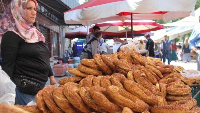 Aydın'da Semt Pazarlarının Simit Geleneği Devam Ediyor