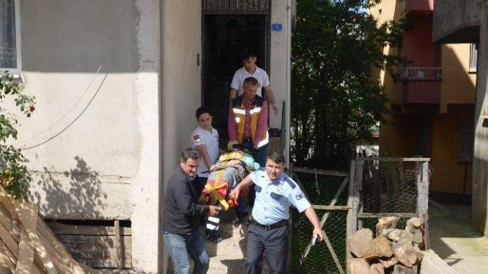 Merdivenden Düşen Kadın Yaralandı