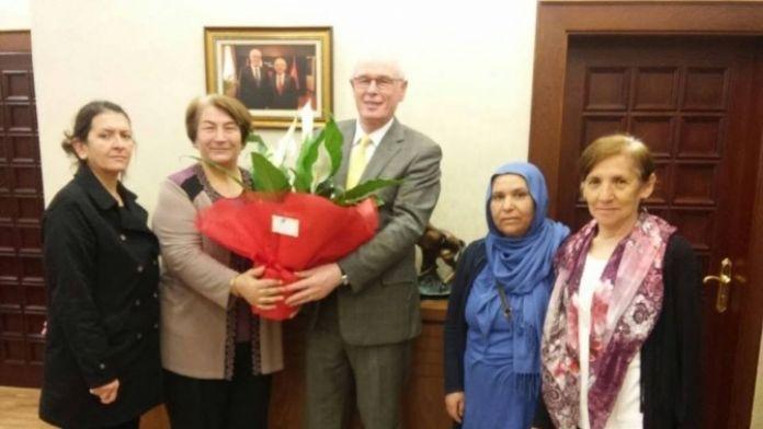 Eskişehirli Ülkücü Kadınlardan Odunpazarı Belediye Başkanı Kazım Kurt'a Ziyaret
