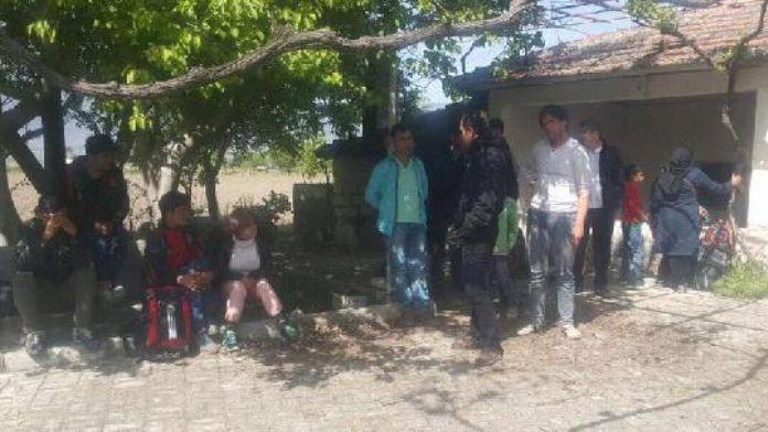 Kırkağaç'ta 32 Afgan kaçak yakalandı