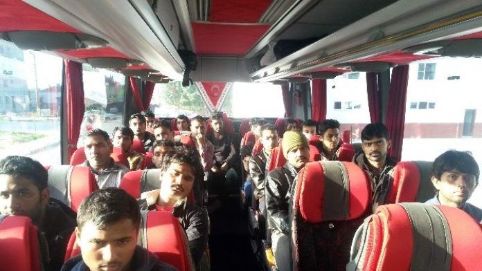 Göçmenler Otobüs Firmalarını Kullanıyor
