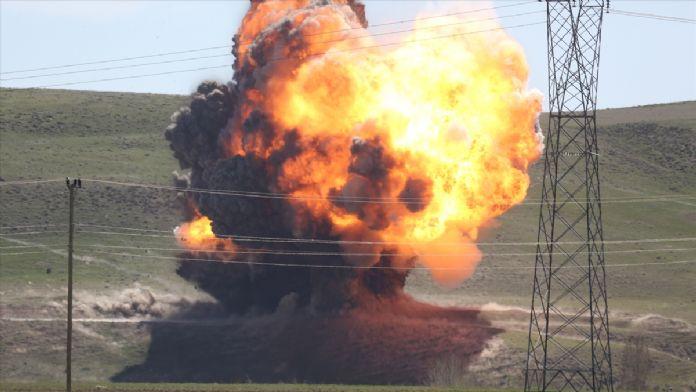 GÜNCELLEME 2 - Van'da patlayıcı yüklü kamyonet ele geçirildi
