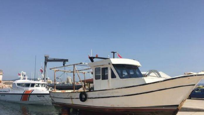 Trolle avlanırken 4 kez yakalanan tekne karaya çekildi
