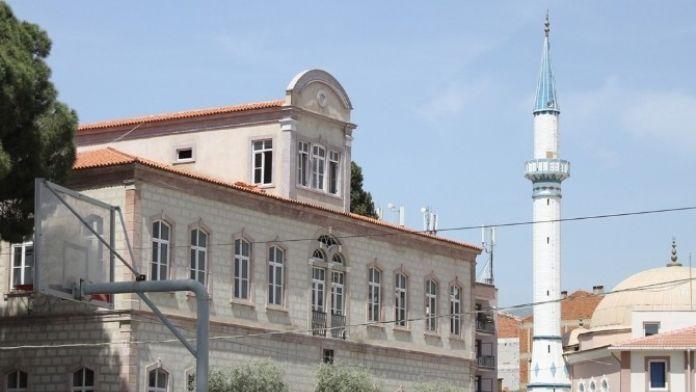 Tarihi Ortaokul Binasında Vatandaşları İsyan Ettiren Sessizlik