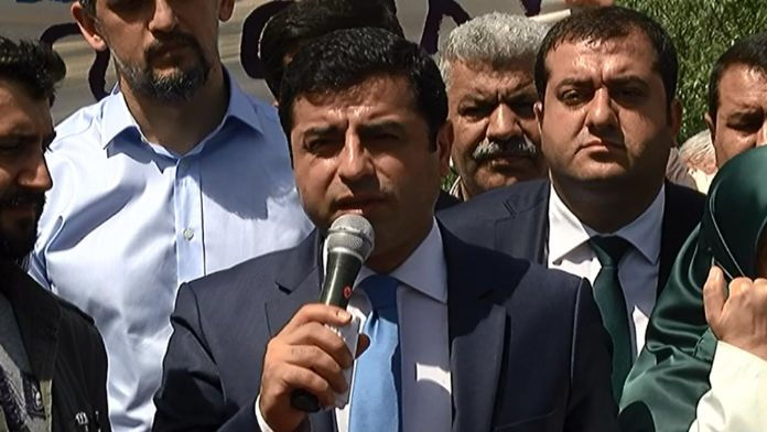 Demirtaş yine MHP'ye sataştı