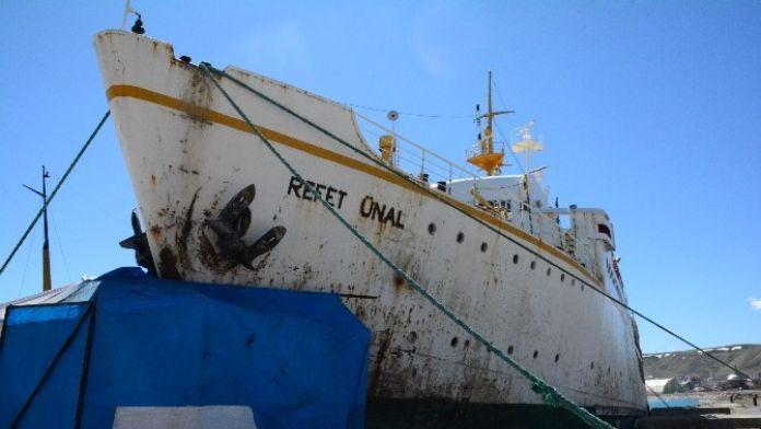 Van'da Kaza Yapan Feribot Tatvan'da Onarıma Alındı