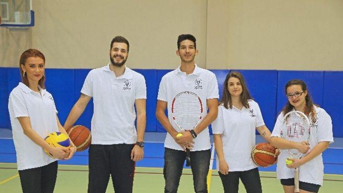 Yaşar Üniversitesi 5 Takımla Ünilig Finallerinde