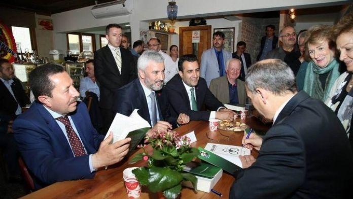 Necati Kırış, 'Hukuk Ve Etik' Kitabını İmzaladı