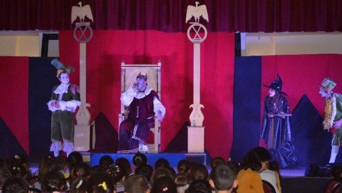 'Kralın Diş Ağrısı'na Çocuklardan Büyük İlgi