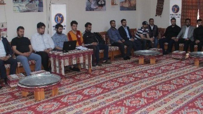 Elazığ'da 'Geleceğin Politikalarını Gençler Belirliyor' Projesi