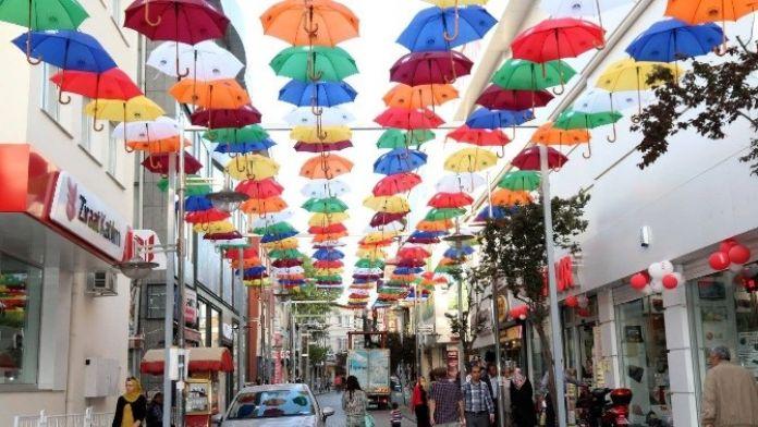 Aksaray'a Şemsiyeli Cadde