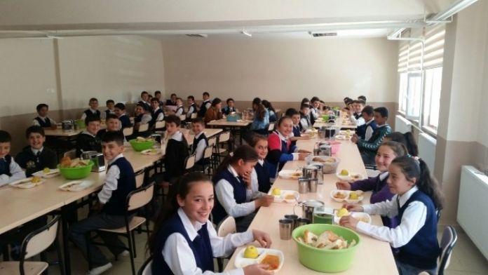 Çocukların Yemekhane Sevinci