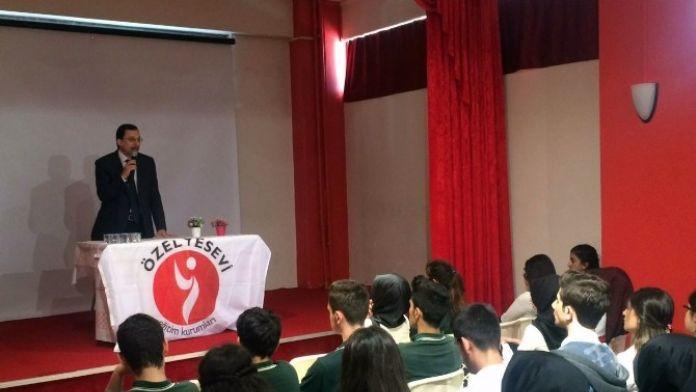 İstanbul Kartal'da 'Hoca Ahmet Yesevi' Konferansı Yapıldı