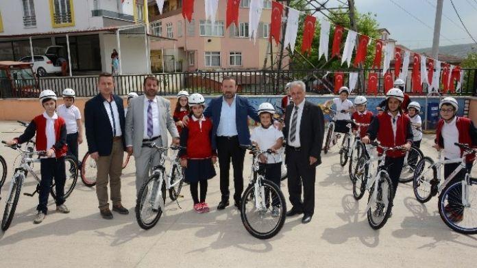 İzmit Belediyesi Bisiklet Dağıtımlarını Sürdürüyor