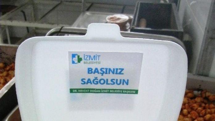 İzmit Belediyesi Cenaze Evlerine Yemek Gönderiyor