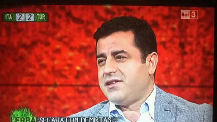 Demirtaş'tan İtalyan gazeteciye: 'Türkiye'de benimle röportaj yapsanız işten atılırsınız'