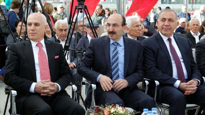 Bursa'da 'Atatürk anıtı' açıldı