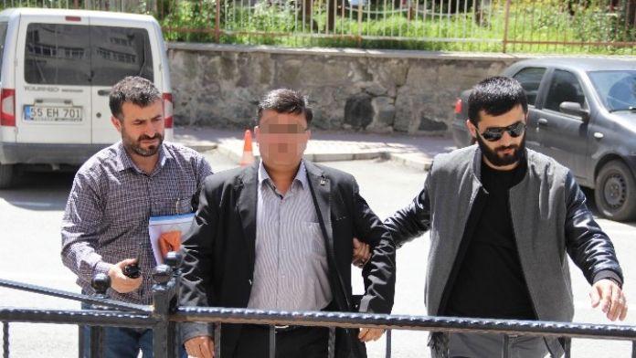 Polisin Tuvalette Unuttuğu Silahı Alınca Gözaltına Alındı